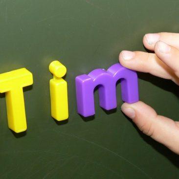 Magnetwörter mit dem entsprechenden Buchstaben bilden